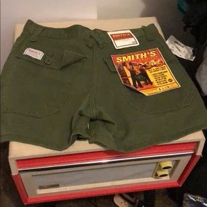 smiths Shorts - Green shorts size 28